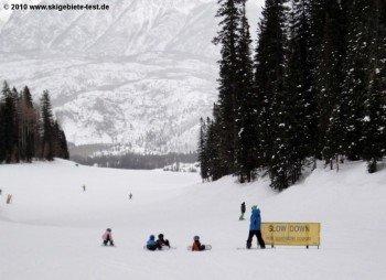 Die Skischule befindet sich im Village Center Gebäude und bietet Kurse für Kinder und Erwachsene.