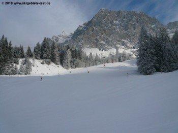Jägerhütte-Abfahrt (4) mit Blick auf das Wetterstein-Massiv!