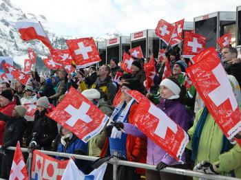 Tausende Zuschauer pilgern jedes Jahr zum Weltcup der Skispringer nach Engelberg.