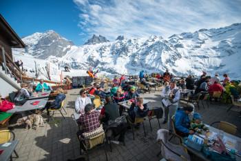 Eine tolle Bergkulisse erwartet die Besucher auf der Sonnenterrasse der Fürenalp.