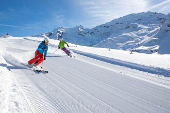 Auf über 3000 Metern sind schneesichere Abfahrten garantiert.