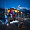 Den Skitag mit einem Drink ausklingen lassen kann man im Chalet an der Talstation.