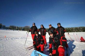 Die Skischule Niedersfeld bietet Snowboard- und Skikurse für Kinder und Erwachsene an.