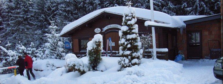 In der Gaststätte Pfeffermühle am Campingplatz im Tal gibt es Gerichte für den großen und den kleinen Hunger.