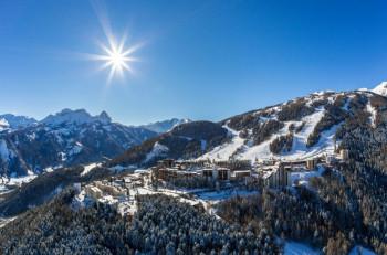 Das Skigebiet besteht überwiegend aus blauen und roten Abfahrten.