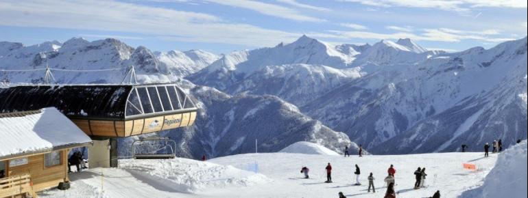 Der 6er-Sessel Peguieou bringt dich in Pra Loup hinauf auf 2479 Meter.