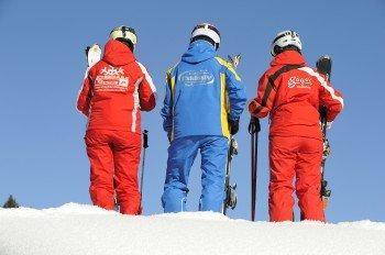 Übung macht den Meister. Die Skilehrer stehen dabei mit Rat und Tat zur Seite.