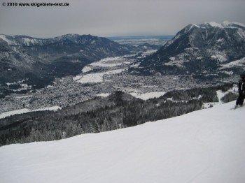 Nur die oberen Bereiche des Skigebietes (hier am 1719m hohen Kreuzjoch) befinden sich oberhalb der Baumgrenze, was die Freeride Möglichkeiten entsprechend einschränkt.