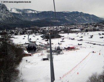 Gefeiert wird gleich an der Talstation der Hausbergbahn.