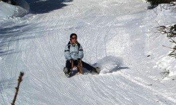 Nach dem Skifahren bietet sich eine Fahrt auf der Naturrodelbahn an