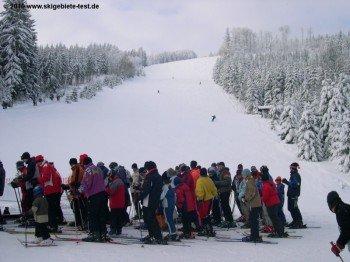 Das Skigebiet Geißkopf befindet sich auf einer Höhe zwischen 835 und 116 Metern