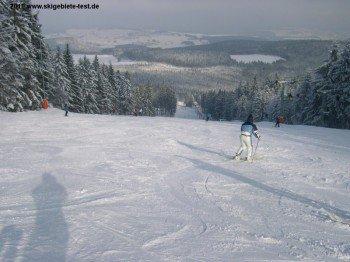 Das Skigebiet ist bei entsprechender Wetterlage von 08.30 Uhr bis 16.30 Uhr geöffnet