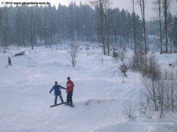 Für Freestyler gibt es im Skigebiet zwei Funparks