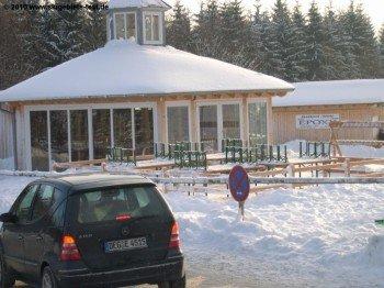 Der Geißkopf Pavillon neben der Zentralkasse lockt Aprés Ski Liebhaber an