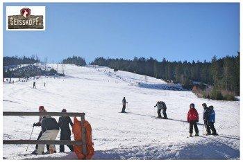 Das Skigebiet weist hauptsächlich rot markierte Pisten auf