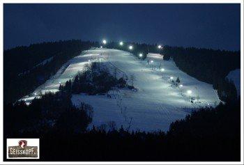 Mittwoch bis Samstag kann auch nach Einbruch der Dunkelheit Ski gefahren werden