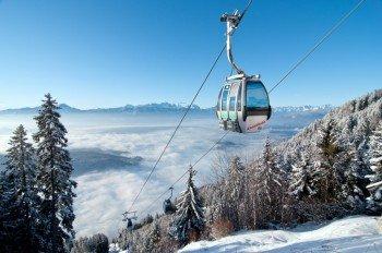 Die Kanzelbahn bringt die Wintersportler auf den Berggipfel.