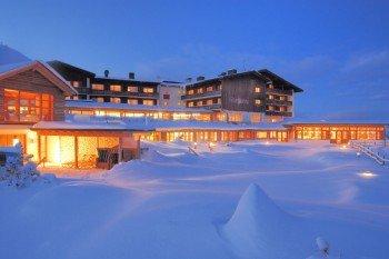 Hoch oben auf der Gerlitzer Alpe kann man sich im Mountain Resort Feuerberg einquartieren.