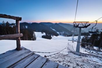 Mit dem Medvedjak-Sessellift kommst du zum höchsten Punkt des Skigebiets.