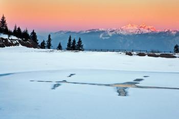 Wanderwege, Loipen und Skitouren bieten herrliche Ausblicke vom Golte Plateau.