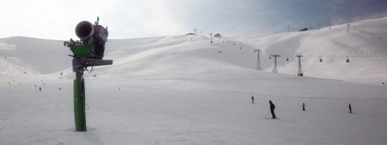 Blick auf die blauen Piste Nr. 2 an der Bergstation der Gondel Grindelwald Grund - Männlichen