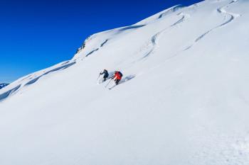 Endlose Tiefschneehänge und Schneegarantie bis April machen Gudauri zu einem Highlight für passionierte Wintersportler.