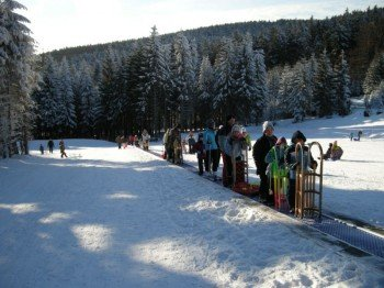 Der Zauberteppich am Böckchen befördert alle Skianfänger und Rodler