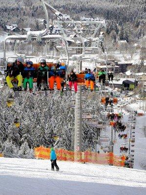 Seit 2014 wartet das Skigebiet auch mit einem 4er Sessellift auf