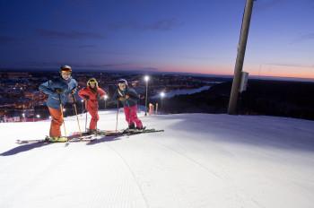 Das Skigebiet Hammerbybacken liegt direkt in Stockholm.