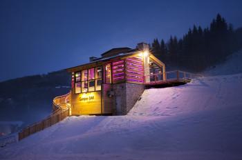 Die neue Gumpenbar an der Talstation des Höfi Express I. Eine Top-Atmosphäre und eine super Aussicht erwarten dich hier!