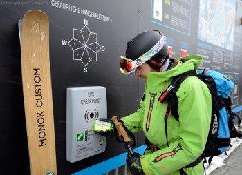 Der Freeride Checkpoint in der Mittelstation gibt unter anderem Informationen zu den Lawinenwarnstufen, der Schneehöhe und der Temperatur in den jeweiligen Freeride Sektoren.