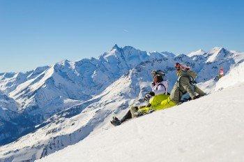 Dank der beeindruckenden Höhenlage genießt man im Skigebiet eine herrliche Aussicht.