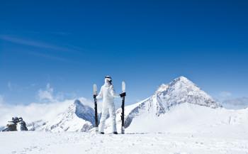 Während des gesamten Skitags bietet die Gletscherwelt eine faszinierende Naturkulisse.