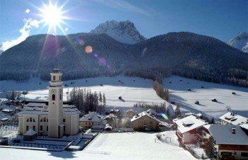 Blick auf die Gemeinde Göstling im Bezirk Scheibbs in Niederösterreich. Hier findet man unter anderem wunderschöne Winterwanderwege.