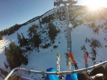 Sechs Sessellifte sowie zwei Schlepplifte bringen Wintersportler auf den Berg.