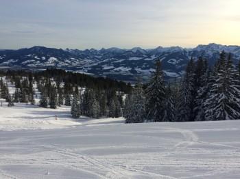 Dank seiner Lage bietet Bolsterlang gute Schneebedingungen bis zum Nachmittag