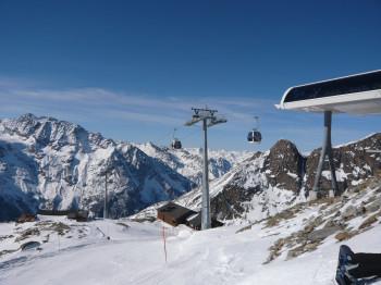 Aussicht und Piste Hohsaas Bergstation