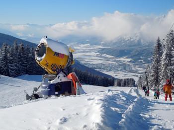 Schneesicheres Schigebiet: 5 Schneekanonen gibt es am Hüttegglift.