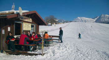 Der Skilift in Niederdorf wird von der Familie Berwanger betrieben.