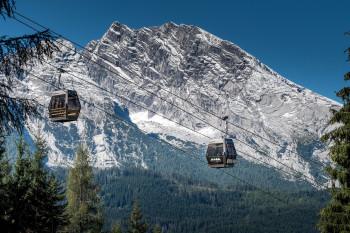 Die neue Jennerbahn schwebt nahezu geräuschlos zur Bergstation.