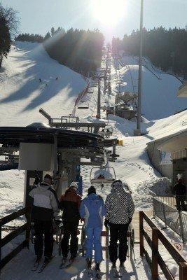 Sessellift im Skigebiet Jested