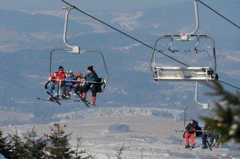 Mehrere Skilifte bringen dich nach oben.