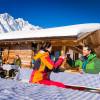 Traditionelle Berghütten laden zum Einkehrschwung ein.