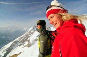 Am Gipfel angekommen genießt man den Blick aufs Isartal.