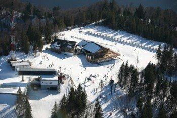 Bergstation der 8er-Einseil-Umlaufbahn und Sonnalm Jagerspitz samt Kinderschiarena
