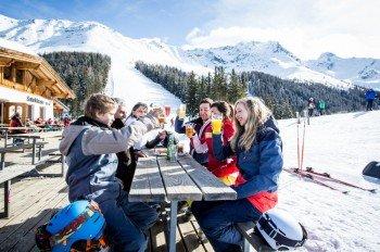 Zur Mittagspause besteht die Wahl zwischen dem Gletscherrestaurant Weißsee und der Ochsenalm.