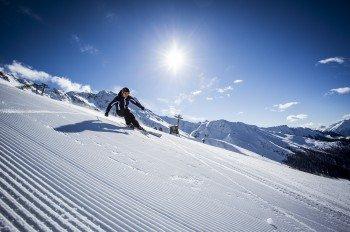 Zwischen Oktober und Juni können Wintersportler am Kaunertaler Gletscher die Pisten hinabbrettern.