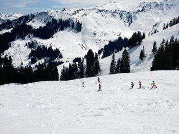 Die Auswahl an Skischulen ist in Kitzbühel groß