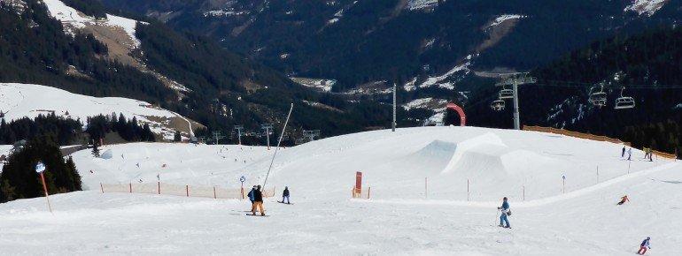 Blick auf den Beginn des Snowparks Hanglalm