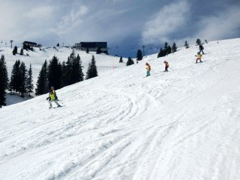 In Kitzbühel können auch die Kleinen das Skifahren lernen - wie hier auf der Kapellenabfahrt